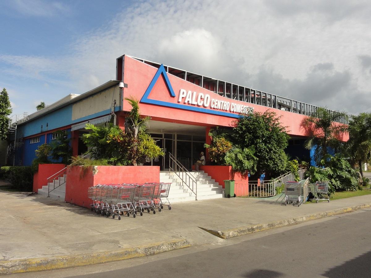 Cubana denuncia que es expulsada del Centro Comercial Palco por el gerente pues la entrada solo estaba permitida para